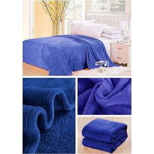 Teplé deky světle modré barvy