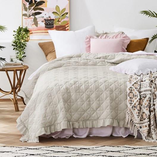 Elegantní prošívaný přehoz na postel v béžové barvě 240 x 260 cm