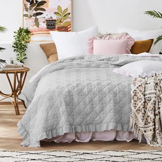 Prošívaný přehoz na postel v šedé barvě 240 x 260 cm