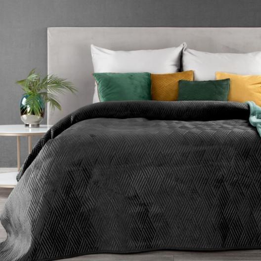 Černý přehoz na postel s geometrickým tvarem