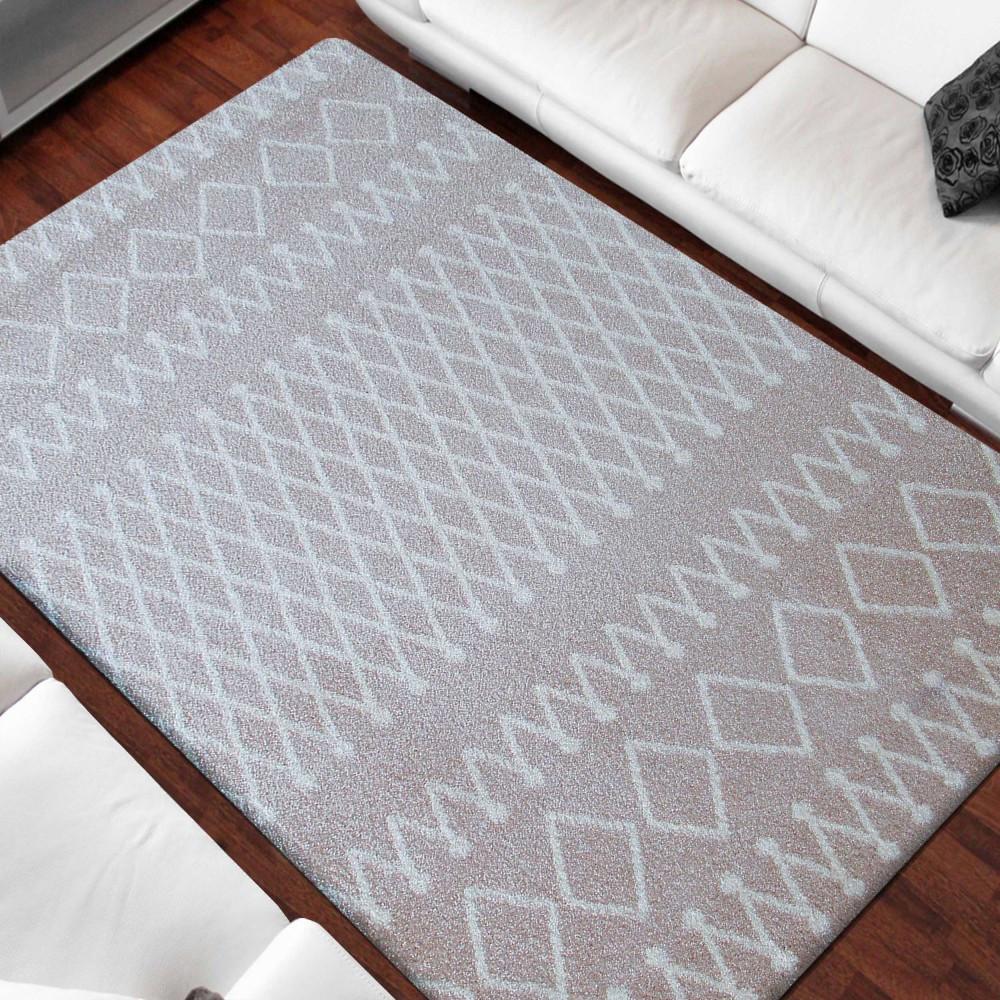 Kvalitní béžový koberec v skandinávském stylu