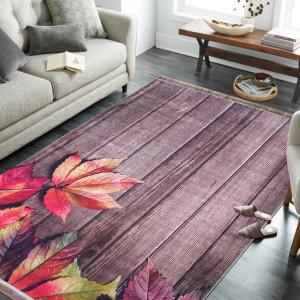 Krásný podzimní koberec listí na podlaze
