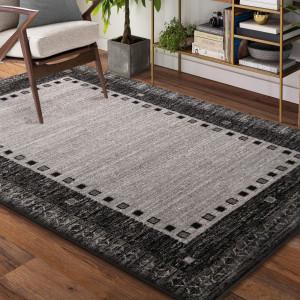 Kusový koberec v šedé barvě