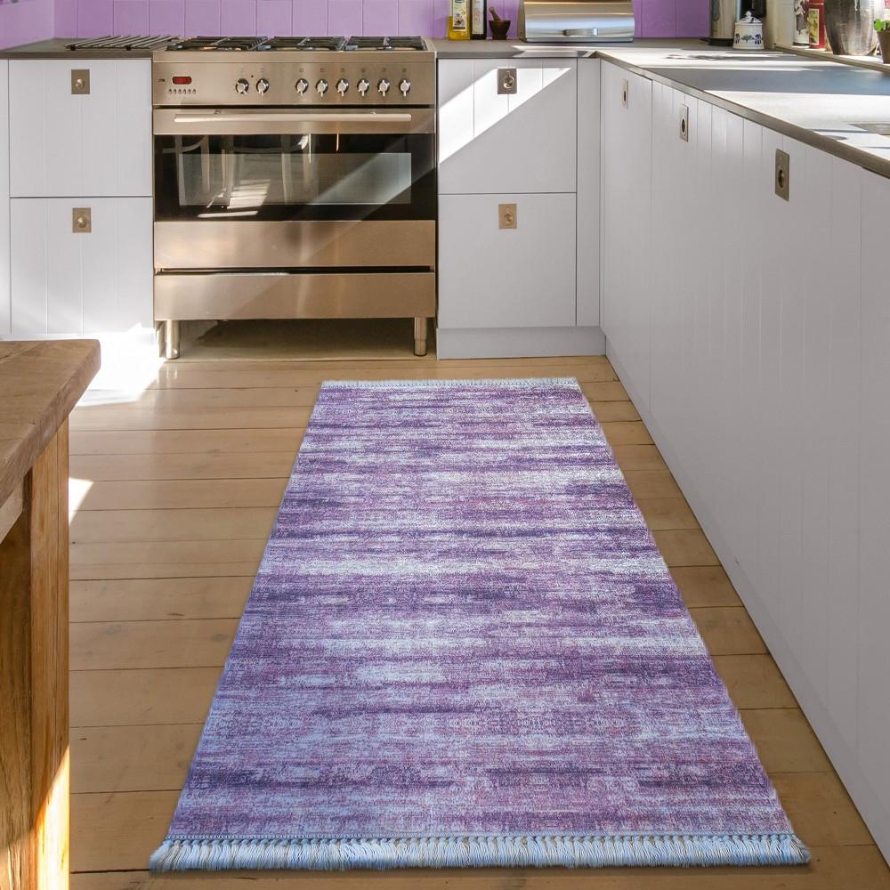 Běhoun do ložnice nebo kuchyně v lila barvě
