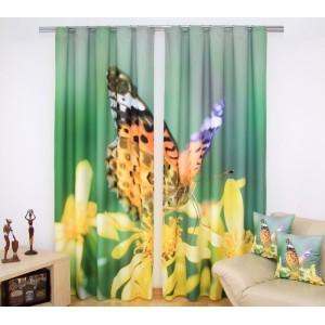 Zelené závěsy na okna se žlutými květy a barevným motýlem