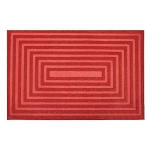 Designové prostírání červené barvy na jídelní stůl