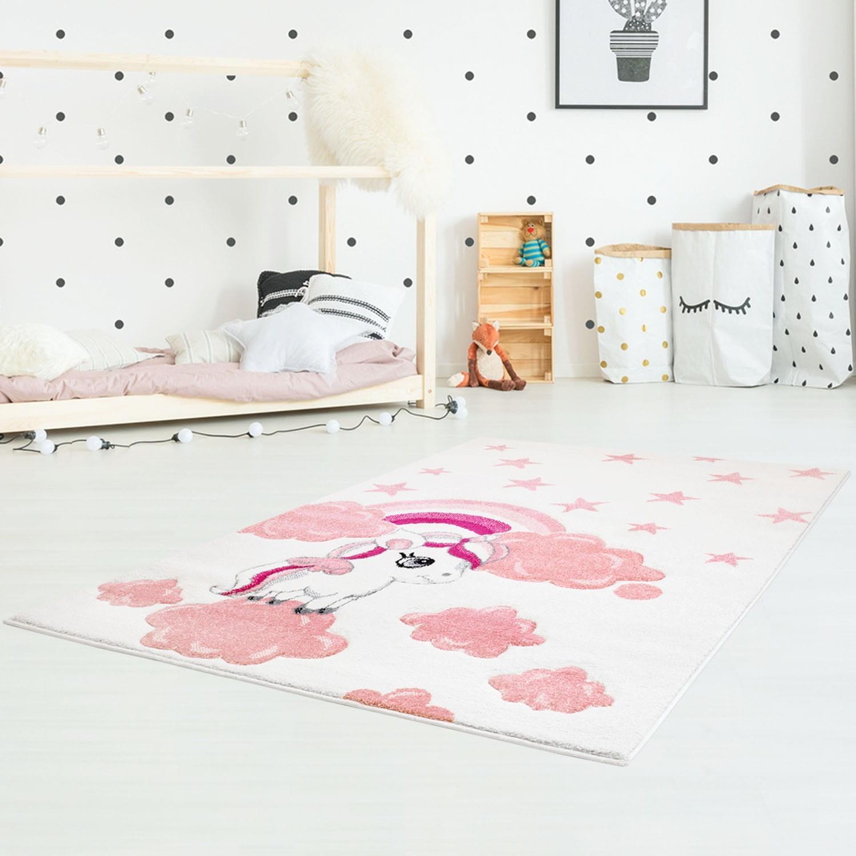 Krémově růžový koberec do dětského pokoje pro holčičku