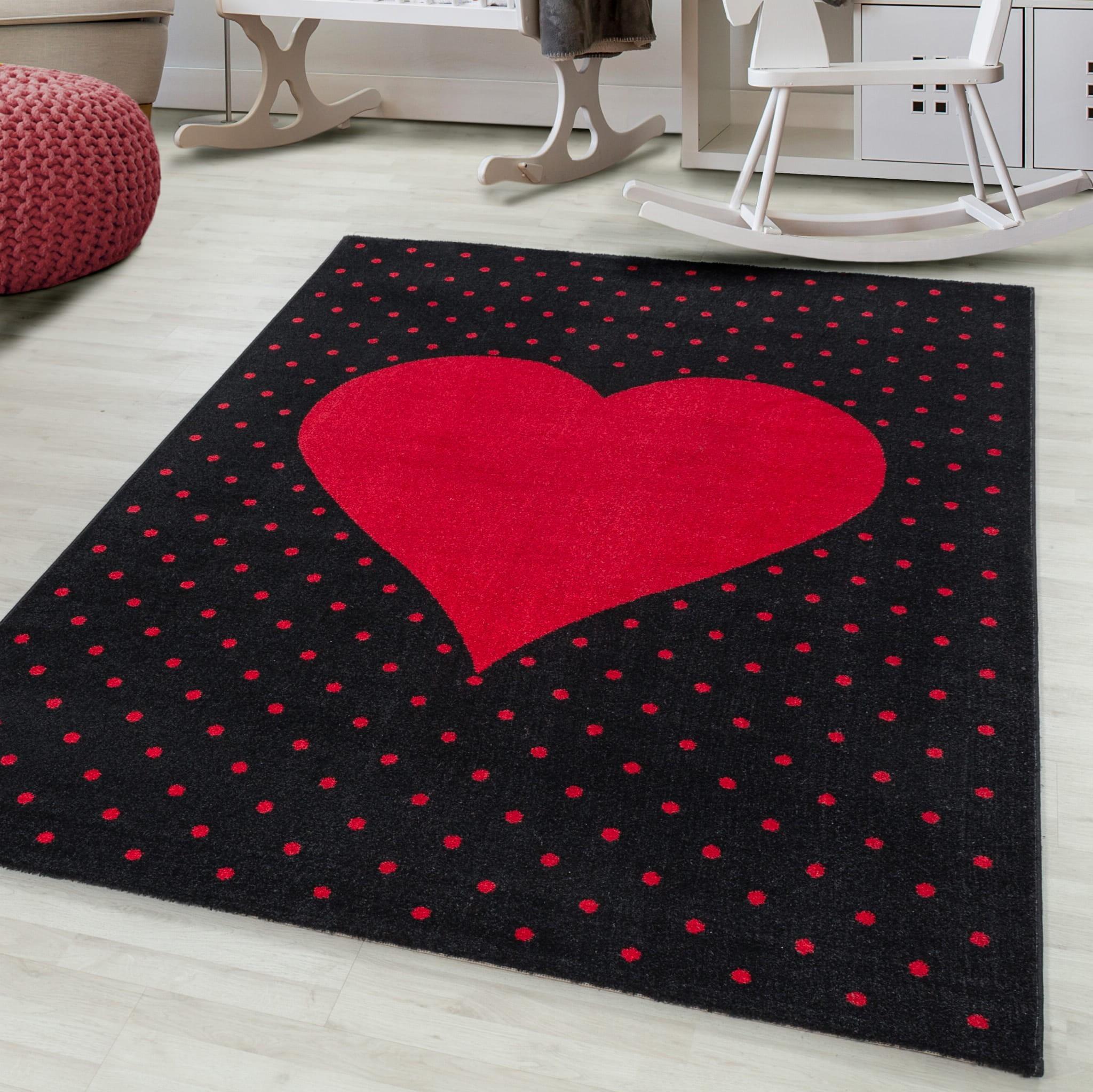 Krásný dětský koberec na hraní červené srdce