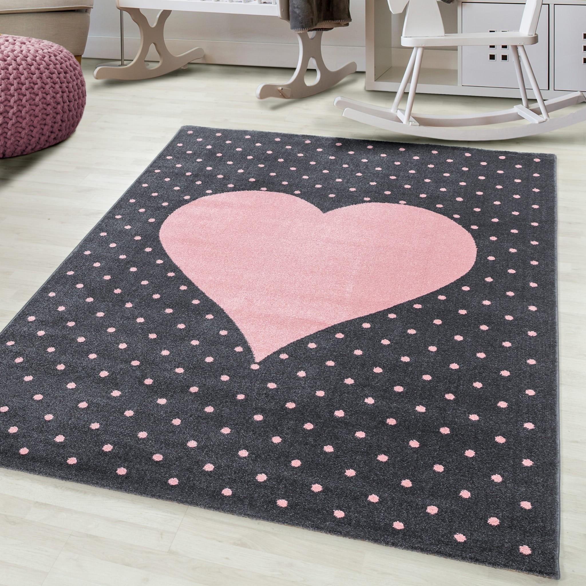 Luxusní šedý koberec do dětského pokoje růžové srdce