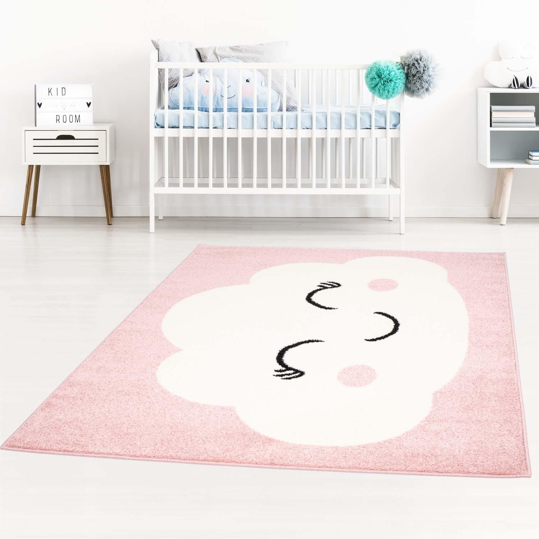 Roztomilý dětský růžový koberec pro holčičku spící mráček