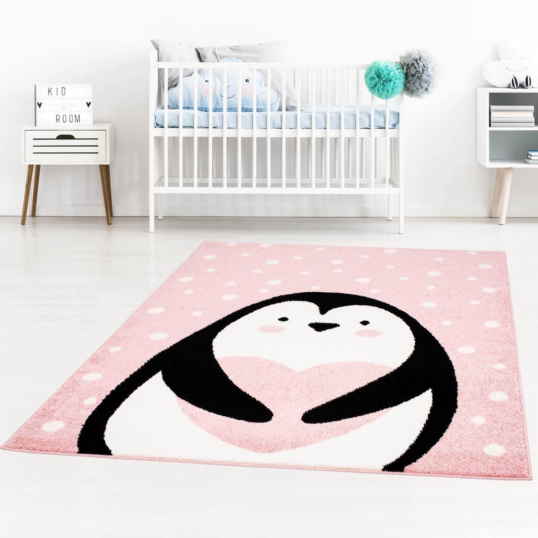 Růžový dětský koberec pro holčičku na hraní tučňák