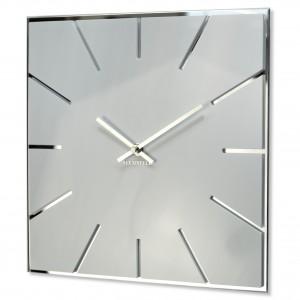 Hranaté bílé hodiny