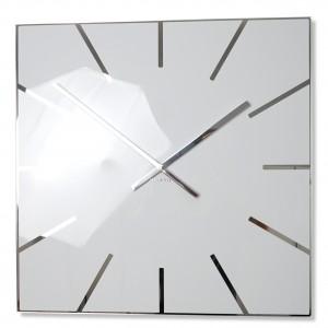 Elegantní hranaté hodiny bílé barvy
