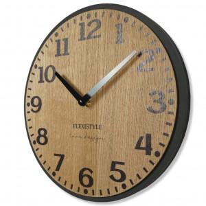 Nástěnné hodiny v hnědé barvě