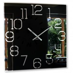 Stylové hranaté hodiny černé barvy
