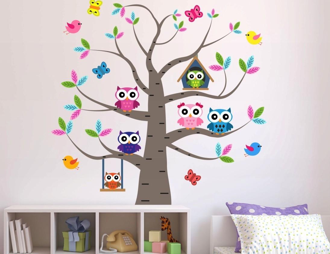 Rozkošná nálepka do dětského pokoje sovičky na stromě