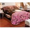 Moderní deka přes postel v růžové barvě s motivem lesa