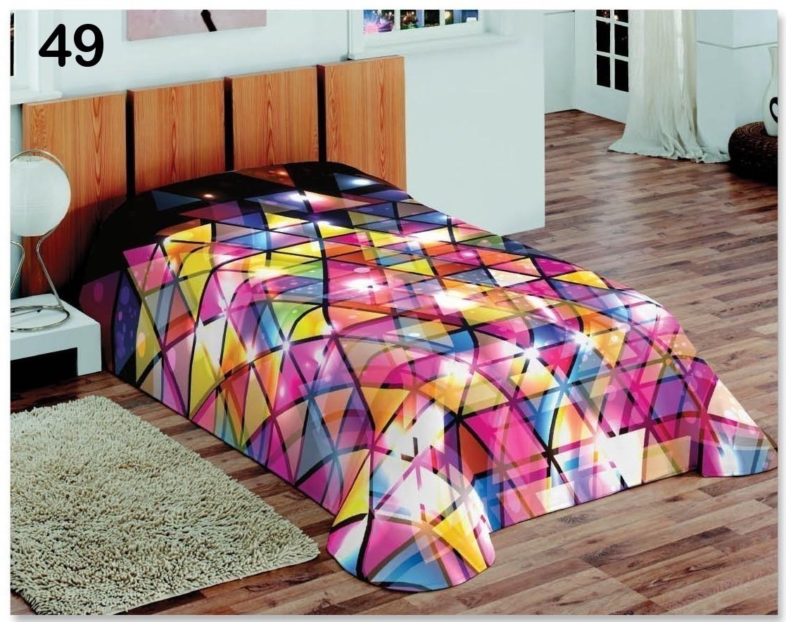 Barevné přehozy přes postel v disco stylu