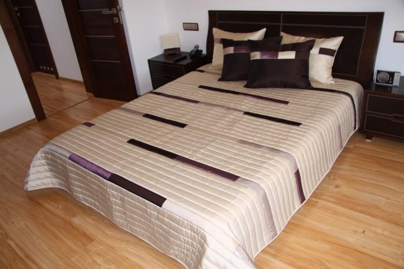 Luxusní přehozy na postel v béžové barvě