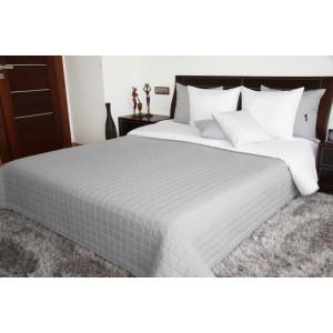 Oboustranné přehozy přes postel v šedě bílé barvě s prošíváním