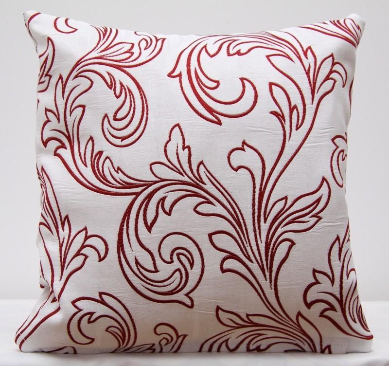 Povlak na polštář s červeným ornamentem