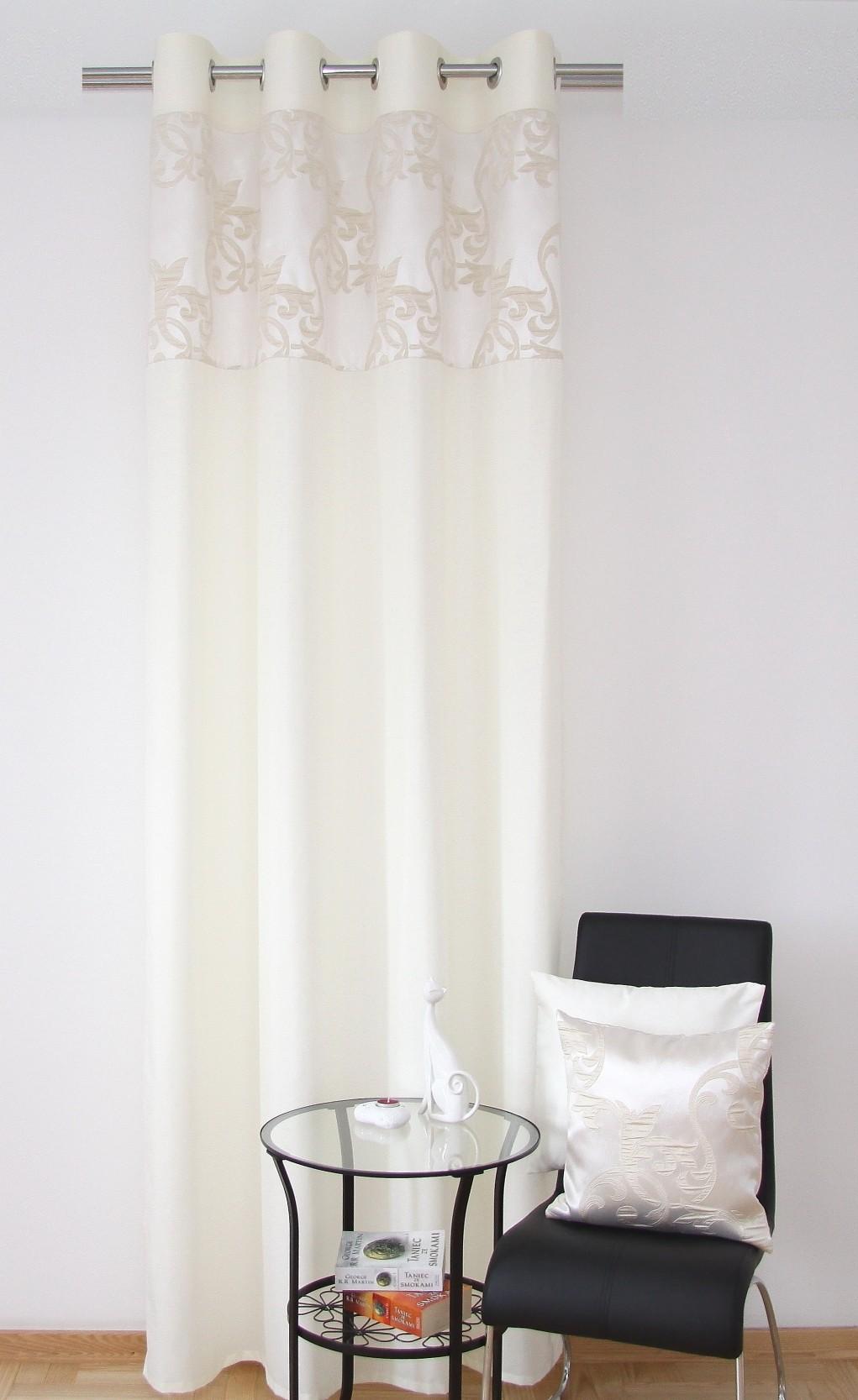 Interiérové hotové závěsy krémové s ornamentem