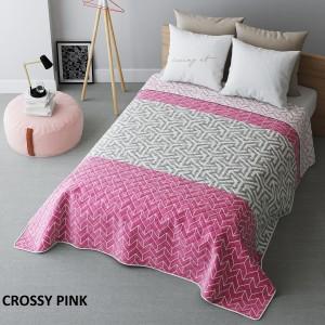 Růžový přehoz na postel s geometrickými tvary