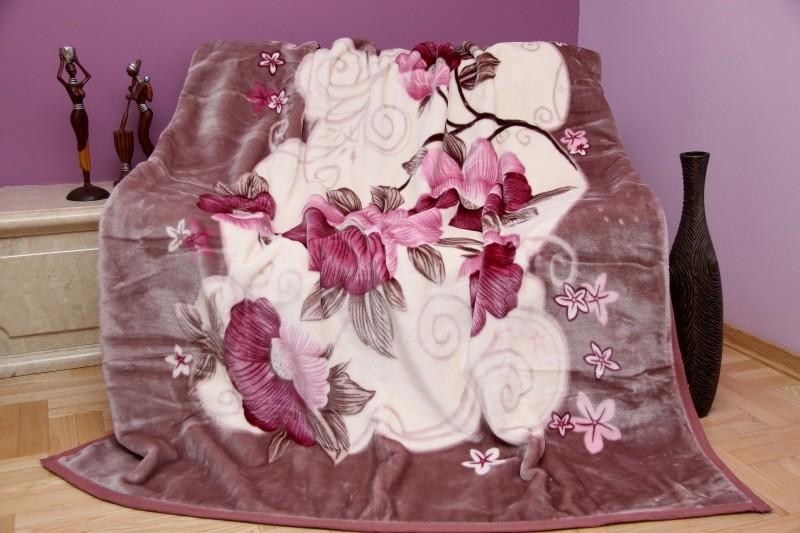 Teplá krémová deka na postel se vzorem květů