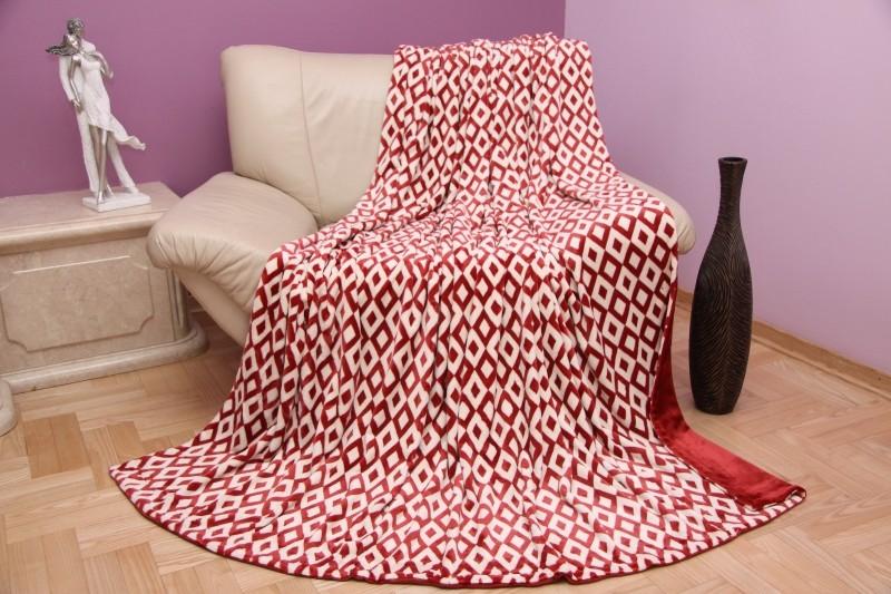 Moderní bordó deka se vzorem