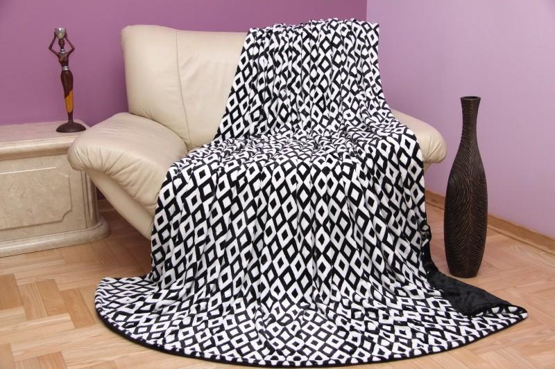 Černé dekorační deky do obýváku