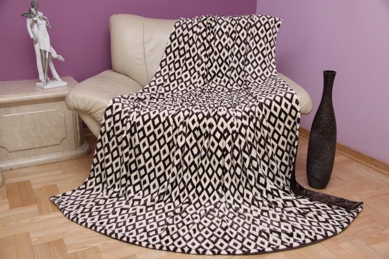 Hnědá deka do obývacího pokoje s motivem geometrických útvarů