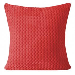Červený povlak na polštář s prošívaným vzorem