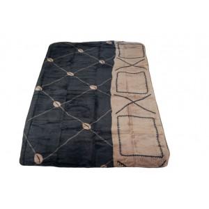 Hrubá měkká deka černé barvy