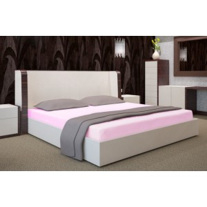Světle růžové prostěradla na postele
