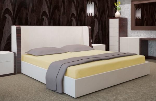 Světle žluté napínací plachty na postele