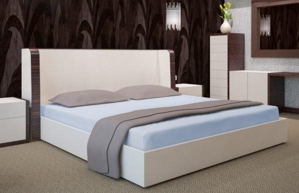 Světle modré napínacím plachty na postele