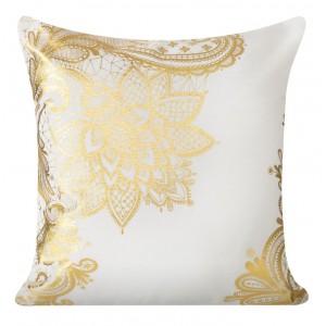 Bílý ozdobný povlak na polštář s ornamentem
