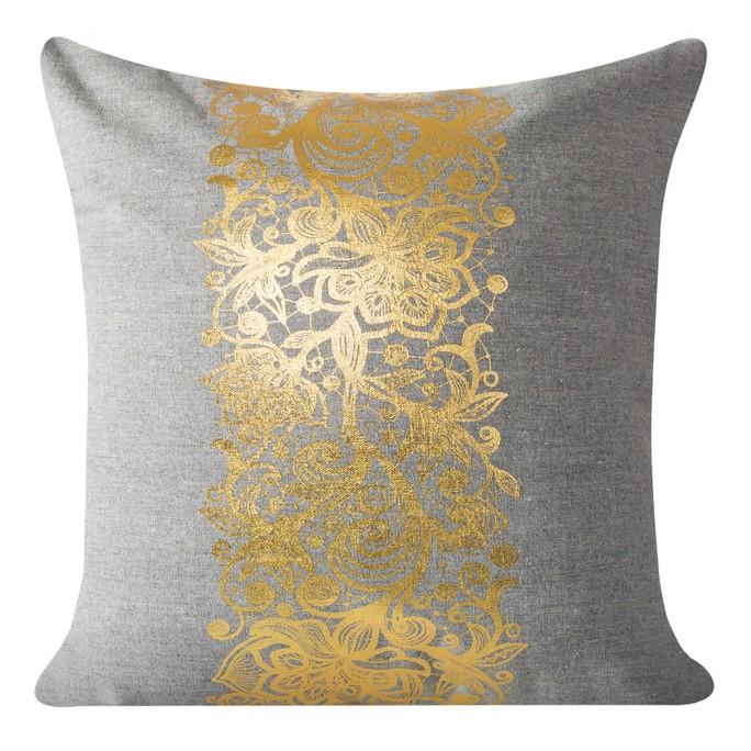 Povlak na polštářek se zlatým ornamentem