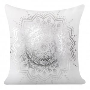 Dekorativní bíly povlak na polštář s ornamentem
