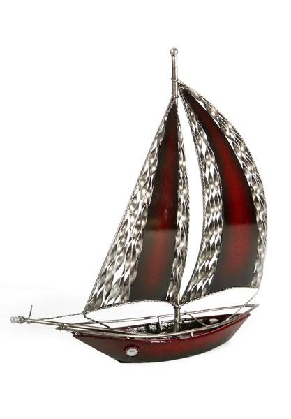 Plachetnice dekorační figurka vínové barvy