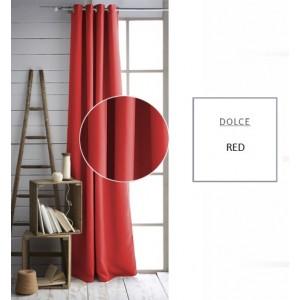Červený závěs do ložnice