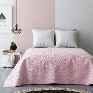 Světle růžový přehoz na postel oboustranný