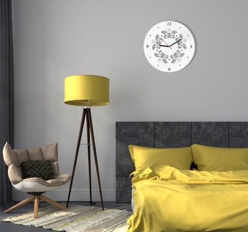 Nástěnné hodiny s ornamenty