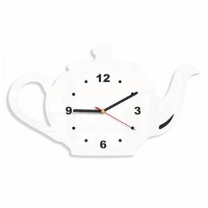 Bílé kuchyňské hodiny čajník