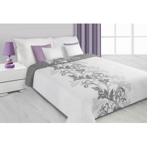 Přehoz na postel bílé barvy s šedými květy