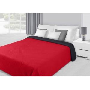 Přehoz na postel červené barvy s květovým prošíváním