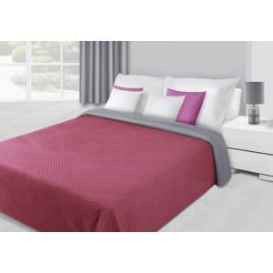 Přehoz na postel vínové barvy s květovaným prošíváním
