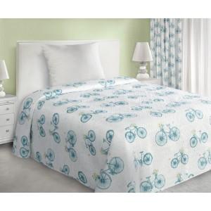 Tyrkysový přehoz na postel s cyklistickým motivem