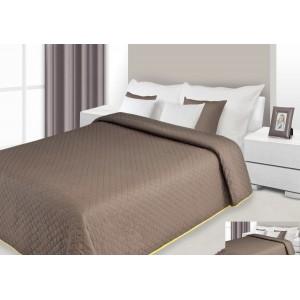 Přehoz na postel hnědé barvy s prošívaným vzorem