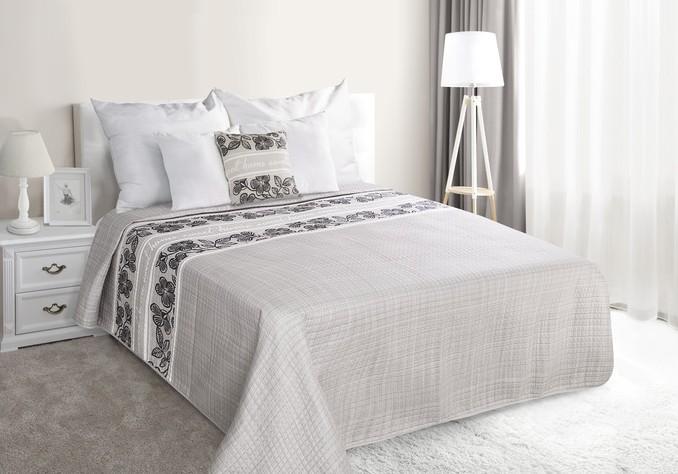 Šedé přehozy na manželskou postel s květinami